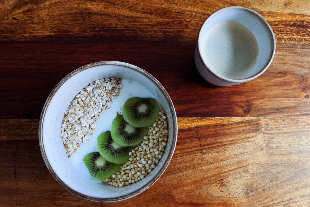Bild von Müslischüssel und Kaffee