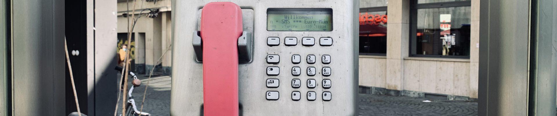 Telefonzelle als Symbolbild für Kontakt